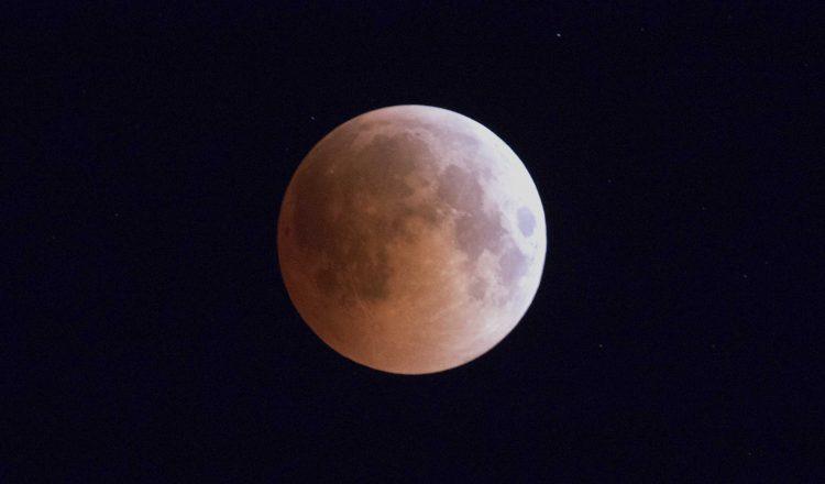 گزارش رصد طولانی ترین ماه گرفتگی قرن 21